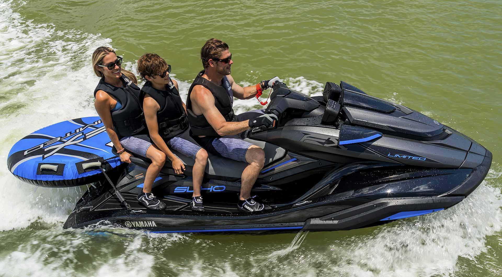yamaha-waverunners-2020-fx-limited-svho-family-cruising-black-blue